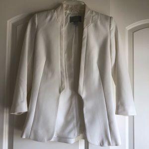 (LIKE NEW) super chic white collarless blazer